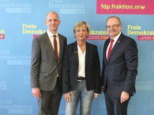 Offener Dialog in Düsseldorf (v.l.): Ralph Bombis (MdL FDP), Bundesinnungsmeisterin Martina Gralki-Brosch und Geschäftsführer Ludgerus Niklas