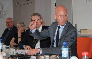 In der Diskussion stand Ralph Bombis MdL (FDP) den Spitzenvertretern der Innungen Rede und Antwort.