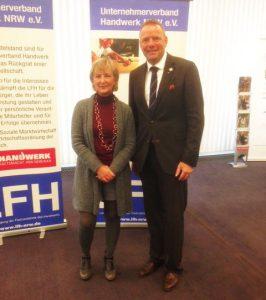 Bundesinnungsmeisterin Martina Gralki-Brosch (Zentralverband Werbetechnik) un der handwerkspolitische Sprecher der CDU, Matthias Goeken MdL bei ihrem Treffen in Düsseldorf.