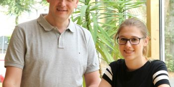 Anfang August begrüßte Hauptgeschäftsführer Dr. Johann Quatmann Christine Lang an ihrem neuen Ausbildungsplatz. Bild: Tischler NRW