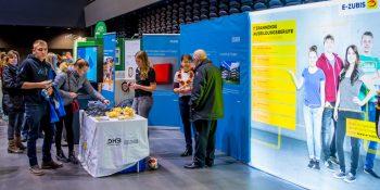 Die E-Zubis informierten über die Ausbildung in den E-Handwerken zur Handball-WM in Berlin und Köln. Bild: DHB/Sascha Klahn